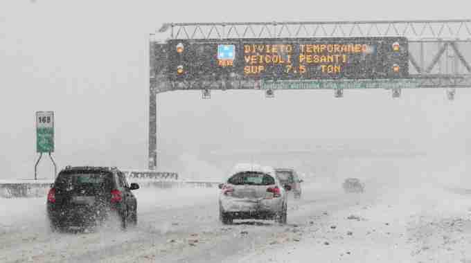 02305570ca AUTOSTRADE: segnalazioni neve in tempo reale su A1,A14,A25